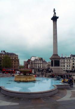 Trafalgar Square z kolumną Nelsona to ważne miejsce spotkań - zarówno dla turystów jak i mieszkańców Londynu.