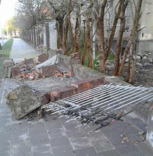 Zdjęcie zniszczonego ogrodzenia otrzymaliśmy od obcokrajowca, mieszkającego w Trójmieście.