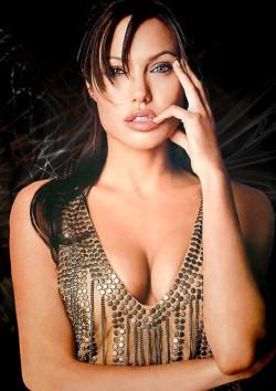 Na zabieg obustronnej mastektomii zdecydowała się gwiazda światowego kina - Angelina Jolie. Dzięki temu zmniejszyła ryzyko zachorowania na raka piersi z ponad 80 do niespełna 5 procent.
