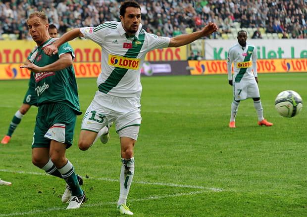 Sebastian Madera ostatni ligowy występ zaliczył w listopadzie. Powrót na boiska rozpoczął od występu w sobotnim meczu III-ligowych rezerw Lechii, w którym zagrał 45 minut.