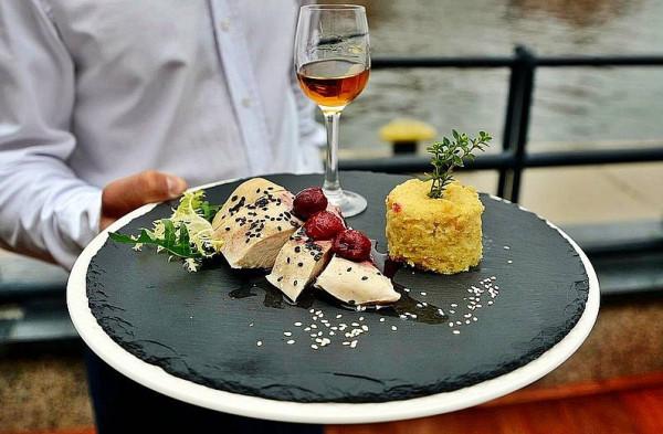 Podczas imprezy każda z zaproszonych restauracji zaprezentuje specjalnie przygotowane dania.