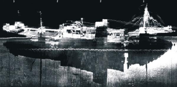 """Obraz sonarowy wraku statku """"Goya""""."""