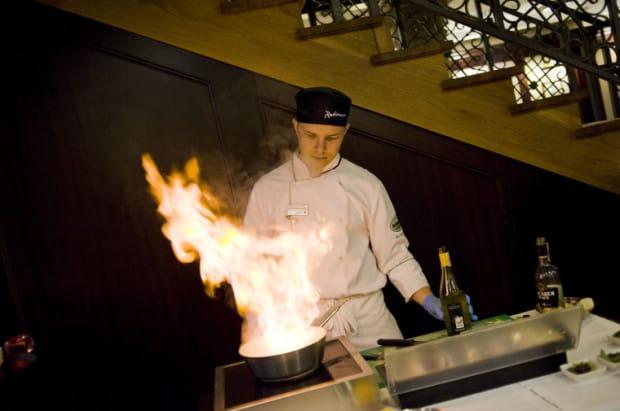 Atrakcją imprezy był pokaz live cooking. Nz. pokaz w Verres en Vers w hotelu Radisson Blu.