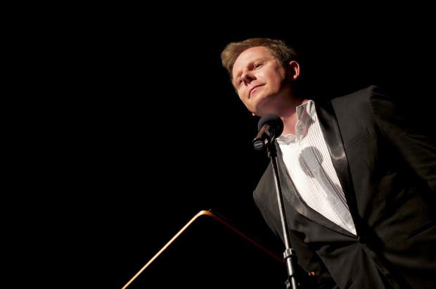 Twórczość Wertyńskiego zaprezentował na scenieświatowej klasy śpiewak operowy Piotr Lempa, absolwent Akademii Muzycznej wGdańsku, Cardiff International Academy of Voice oraz jednej znajlepszych muzycznych uczelni, jaką jest Royal Academy of Music wLondynie.