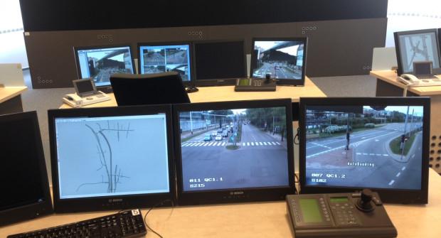 Na monitorach pojawia się nie tylko obraz z kamer, ale także dane liczbowe i wykresy.