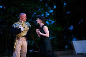 W spektaklu czynny udział biorą także liderzy Sopockiego Teatru Tańca, Jacek Krawczyk oraz Joanna Czajkowska, pomysłodawczyni, reżyserka i autorka choreografii do przedstawienia.