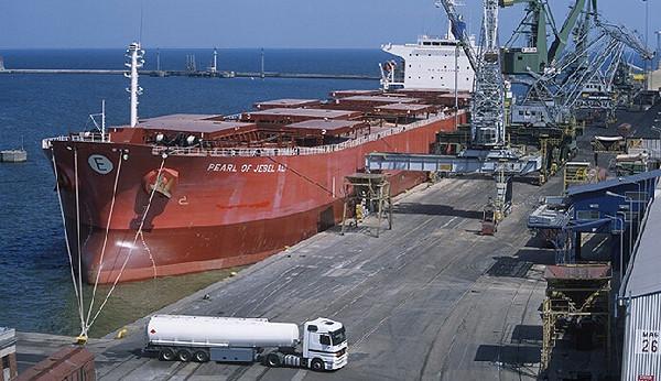 Dzięki przebudowie przy Nabrzeżu Szwedzkim będą obsługiwane większe statki.