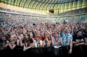 W koncercie wzięło udział ponad 30 tysięcy osób. Nie zabrakło wzruszających momentów - jeden z fanów oświadczył się swojej dziewczynie w świetle reflektorów.