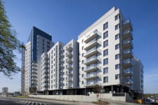 Altus składa się z kilku budynków ze wspólnym przyziemiem, z których najwyższy liczy 16 kondygnacji.