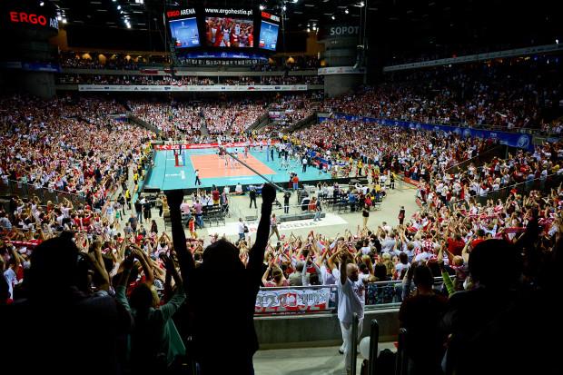 Biało-czerwone szaleństwo na trybunach po wygranej reprezentacji Polski!