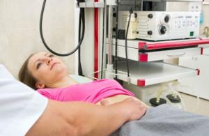 Problemy żołądkowe bywają często bagatelizowane. To niebezpieczne, bo pewne sygnały powinny zostać pilnie skonsultowane z lekarzem.