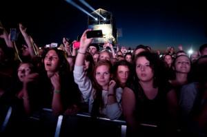 Na koncert Rihanny na lotnisko w Kosakowie przyjechało około 60 tys. fanów.