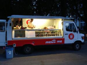 Meat Me Sandwiches stoi w weekendy w okolicach Sfinksa w Sopocie.