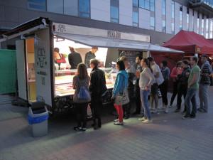Muka Bar wciąż szuka dla siebie miejsca. W najbliższym czasie falafele z tego foodtrucka zjemy na festiwalu Globaltica.