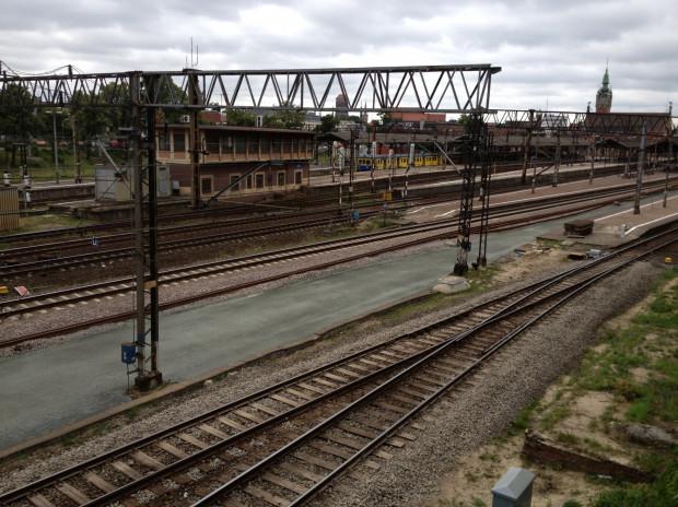 Na stacji Gdańsk Główny trwa budowa toru przy peronie pierwszym.
