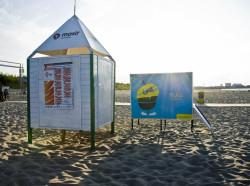 Plaża na Stogach wyposażona jest też w przebieralnie.