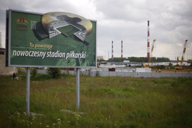 W maju 2009 roku przy budowie stadionu w Letnicy odkryto mogilnik. Znajdował się w miejscu obecnych parkingów. Firma, która go zutylizowała, czeka na zapłatę cztery lata.