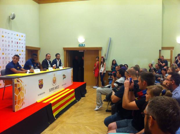 Trwa konferencja prasowa z udziałem zawodników Barcelony i szefostwa klubu.