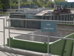Pojemniki na odpady inne niż komunalne.