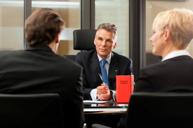 Koszt darowizny zależny jest od jej wartości. Każdy notariusz, któremu wyjaśnimy co, przez kogo i komu ma zostać darowane, będzie w stanie go precyzyjnie wyliczyć.