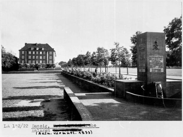 Zdjęcie z przedwojennej dokumentacji z widokiem Fontanny Grenadierów przy ul. Okopowej.