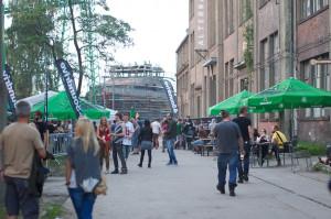Klub90 mieści się w dawnej hali na terenach postoczniowych. W czasie Soundrive Fest przed budynkiem powstało festiwalowe miasteczko.