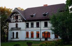 Dwór w Matarni, który do 1945 r. był własnością rodziny Roemerów .
