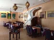W gdyńskiej restauracji Taj Mahal uwagę zwraca wielka rzeźba pegaza. Mieści się tu Tygiel, gdzie artyści mogą zaprezentować swoje prace.