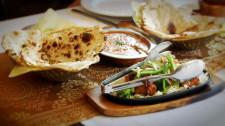 Chlebem powszednim jest w Indiach pieczywo Naan.
