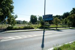 Działka należąca do firmy deweloperskiej Invest Komfort. Tu także, zgodnie z propozycjami urzędników, miała powstać 30-metrowa budowla.