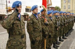 Kompania niebieskich beretów podczas oficjalnych uroczystości państwowych, prawdopodobnie na początku lat 90.