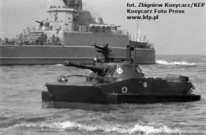 Jednostki desantowe lądują na plaży w Jelitkowie 8 lipca 1987 roku.