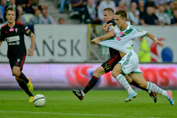 Gol Marcina Pietrowskiego zdobyty z rzutu karnego zapewnił Lechii remis w meczu na szczycie Ekstraklasy.