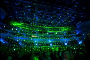 Na najwyższym poziomie była oprawa wizualna koncertu, m.in. pokazy laserowe.