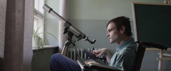 Genialny Dawid Ogrodnik w roli chłopca z porażeniem mózgowym. Koniecznie!
