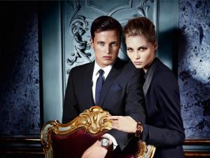 JOOP! zasłynął z przyciągających uwagę zdjęć w swoich kampaniach dla eleganckich linii odzieży.