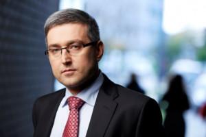- Szukamy rozwiązań, które dawałyby szansę - zapewnia prezes Wojciech Dąbrowski, choć wie, że jego Agencja Rozwoju Przemysłu odrzuci biznesplan przygotowany przez zarząd Stoczni Gdańsk.