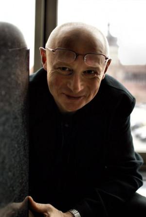 Dyrektor Teatru Wybrzeże Adam Orzechowski do końca wakacji chce wyprodukować dziewięć premier. Największym wydarzeniem będzie spektakl autorstwa i reżyserii Nikołaja Kolady, który zobaczymy na Dużej Scenie w sierpniu 2014 roku.