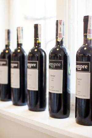 W Sempre serwuje się wyłącznie wino z włoskich winnic.