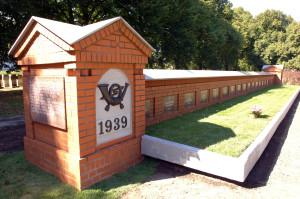 Pomnik pomordowanych pocztowców na cmentarzu na Zaspie.
