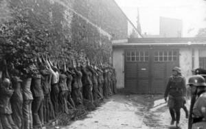 Polscy pocztowcy po kapitulacji.