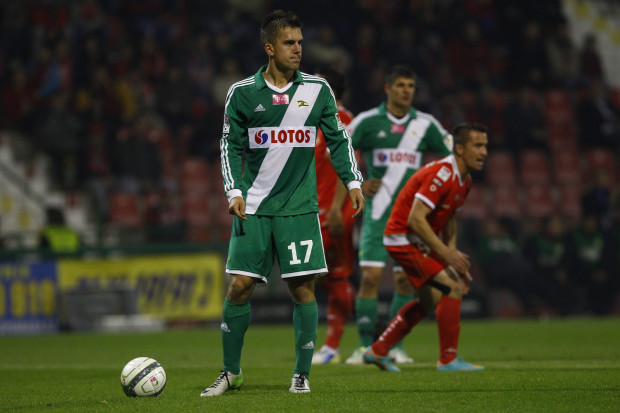 Po golu Marcina Pietrowskiego z karnego Lechia prowadziła w Łodzi 1:0, ale już na przerwę zeszła z niekorzystnym tracąc bramki ze stałych fragmentów gry.