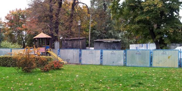 Teren między dawnym browarem a Parkiem Kuźniczki oddzielać będzie płot z ogólnodostępną furtką.