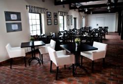 Klimatyczna restauracja ma ciepły klimat dzięki zachowaniu części zabytkowych elementów.