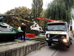 W niedzielę nad ranem rzeźba została zabrana przez samochód firmy PRSP, która na co dzień wywozi śmieci z Gdańska.