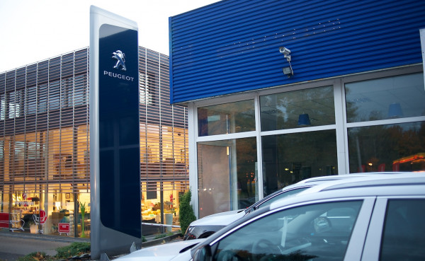 Budynek dealera Peugeota w Sopocie został kupiony przez sąsiada...