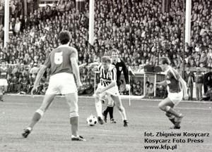 28 września 1983 roku oczy całego Trójmiasta zwrócone były na stadion piłkarski przy ul. Traugutta 29 w Gdańsku, gdzie Lechia grała mecz z Juventusem. Przy piłce Zbigniew Boniek.