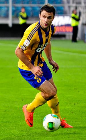 Krzysztof Sobieraj ze zdobycia pięciu goli na wyjeździe z Arką cieszył się w niedzielę w Niepołomicach. 7 lat wcześniej to samo przeżył grając dla żółto-niebieskich w Gliwicach.