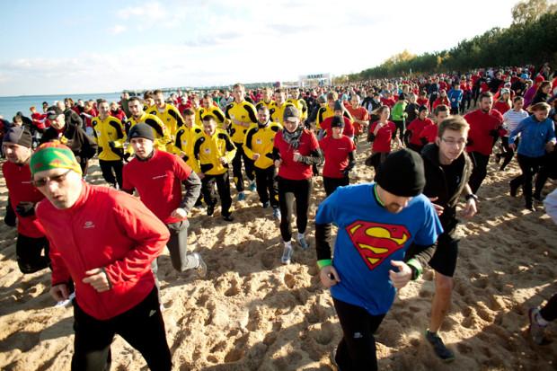 Ubiegłoroczna edycja Gdańsk Biega przyciągnęła na plażę w Brzeźnie 4,5 tysiąca uczestników. Czy ten rekord zostanie pobity w niedzielę?