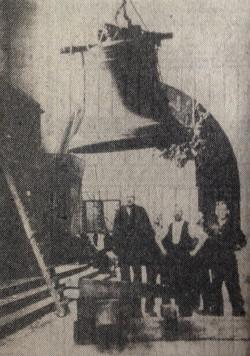 Zdejmowanie największego dzwonu carillonu kościoła św. Katarzyny. Maj 1942 r.